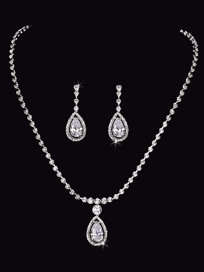Rhodium plated rhinestone necklace with matching earrings NL1555