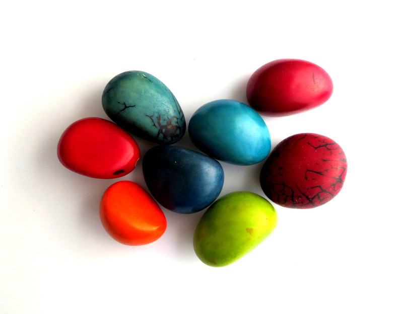 Dyed Taugua Nuts, Large, 35-45 mm, Bag of 8