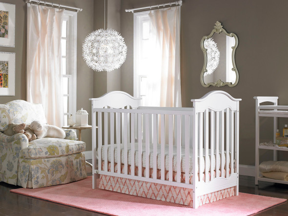 Fisher Price Charlotte Classic Crib in Snow White