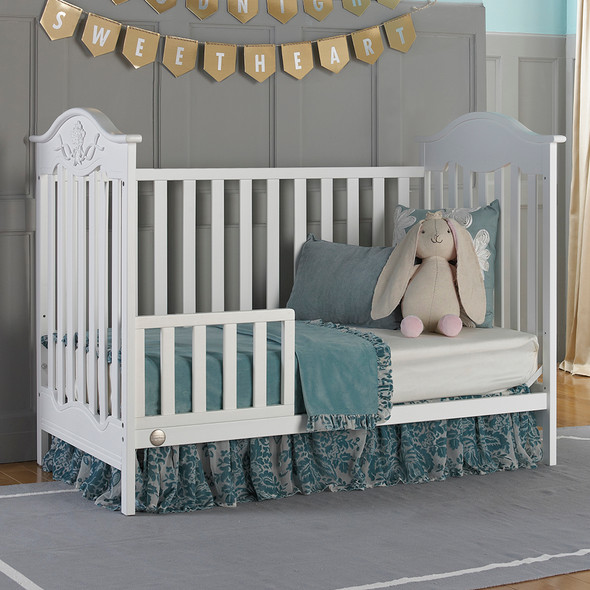 Fisher Price Charlotte Rose Traditional Crib in Snow White
