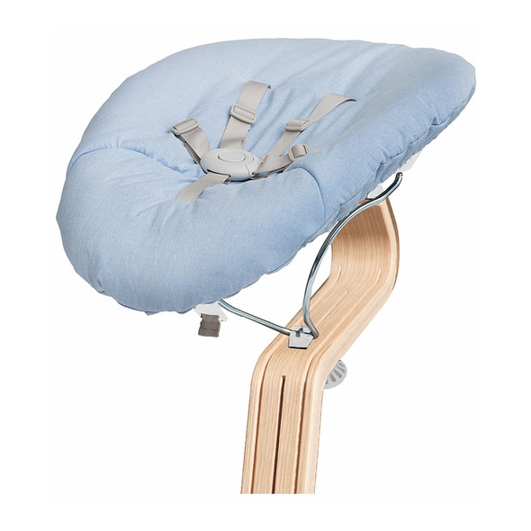 Nomi Baby Base 2.0 in White with Blue Cushion
