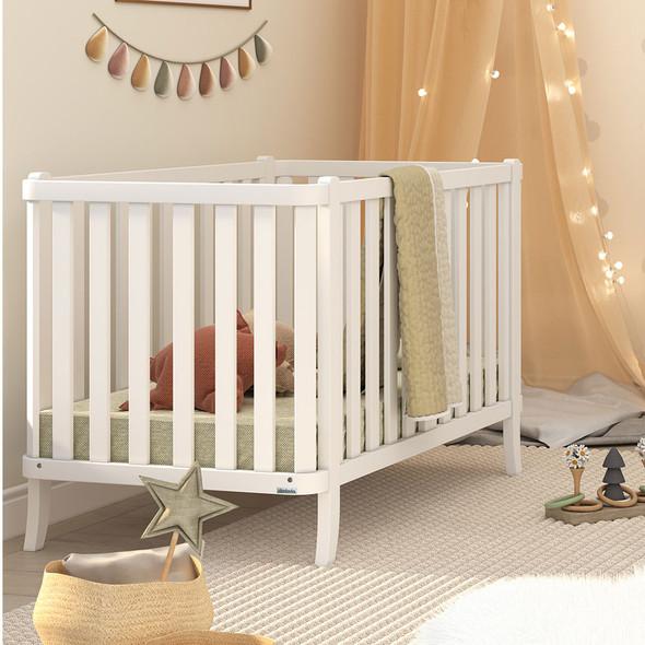 Dadada Manhattan Collection Baby Crib in White