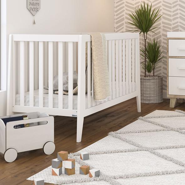 Dadada Boston Collection Baby Crib in White