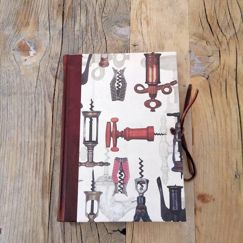 Libro dei Vini in Pelle e Carta Stampata