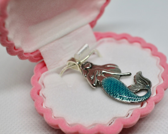 Mermaid Necklace in Clam Box