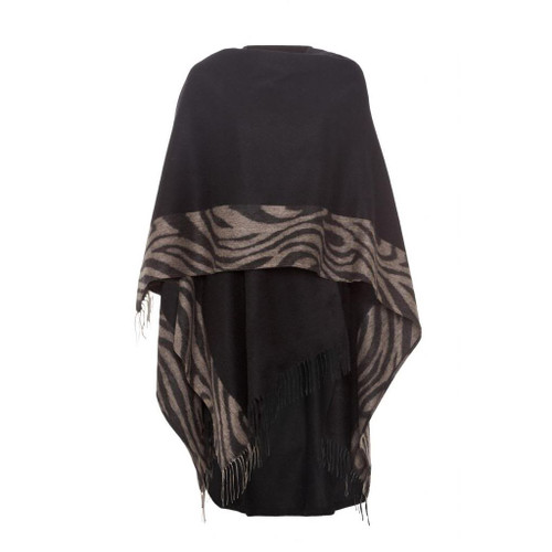 Ladies cashmere cape with patterned lining