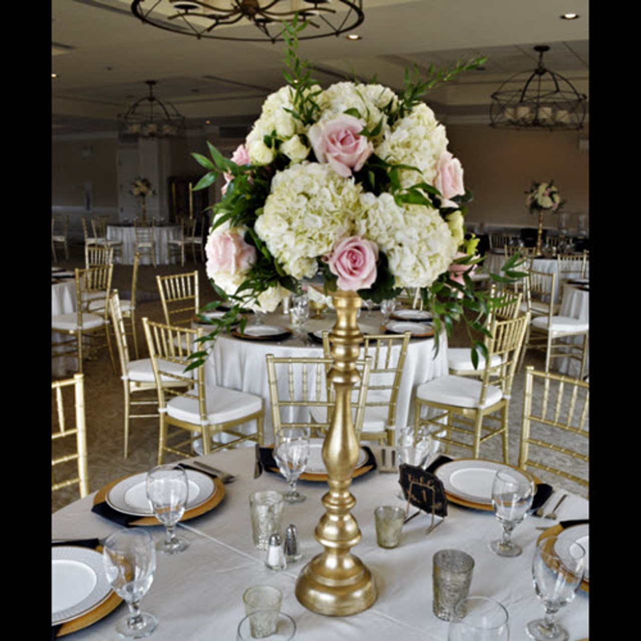 Wondrous Tall Hydrangea Rose Centerpiece On Customer Provided Riser Gold Riser In Photo Not Included Download Free Architecture Designs Scobabritishbridgeorg
