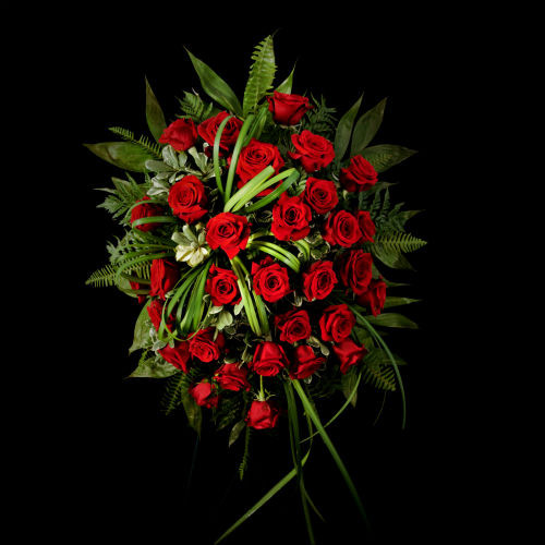 RED ROSE STANDING TRIBUTE