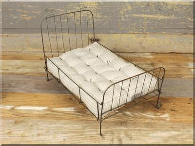 E16659 Antique Metal Folding Bed