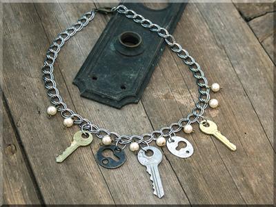 E170014 Salvage Keys/Keyholes on Chunky Chain Necklace