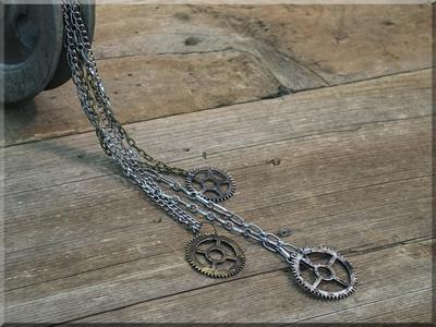 E170021 Salvage Triple Gear Necklace Set