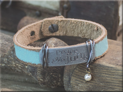 E170026 Peace Love Junk Bracelet