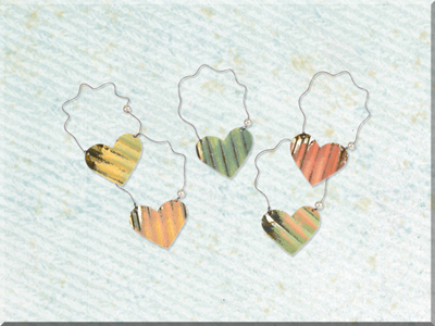 E170105 Small Metal Painted Wide Heart Ornament Set (5A)