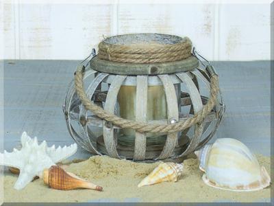 E17477 Small Round Wooden Lantern