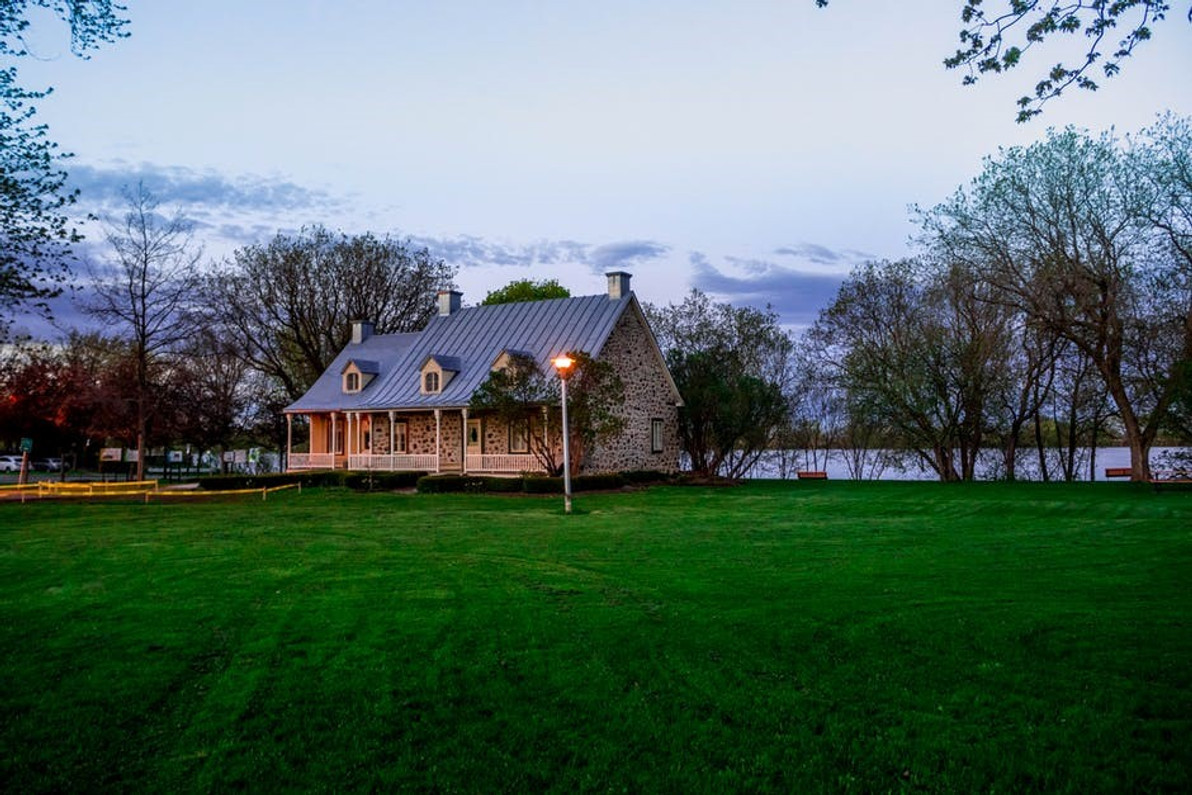 8 Amazing Tips on How to Buy Quality Landscape Lighting That Doesn't Suck
