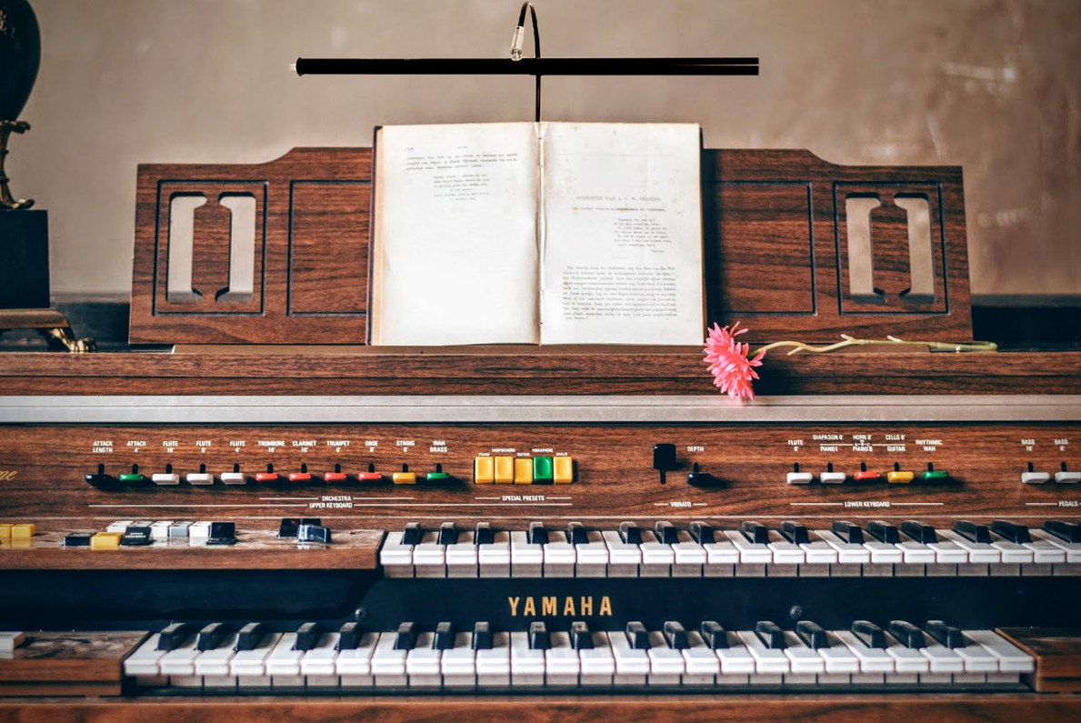 Incorporating Piano Lamps Into Your Home Décor