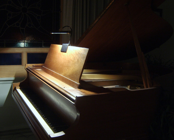"""Demonstration of Cocoweb 19"""" Grand Piano Lamps on a Piano-Black/Flower Plated"""