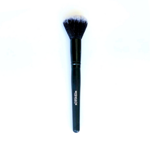 The BLUR's right hand when it comes to setting your skin. Our PRO Powder Brush is designed with the right amount of density and softness to push our BLUR into your skin to get the best application possible.