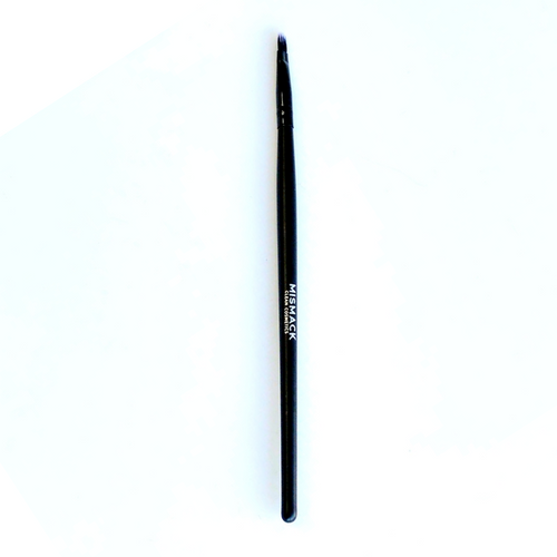 The perfect lip brush also can be used for detail on the eye and spot concealing.
