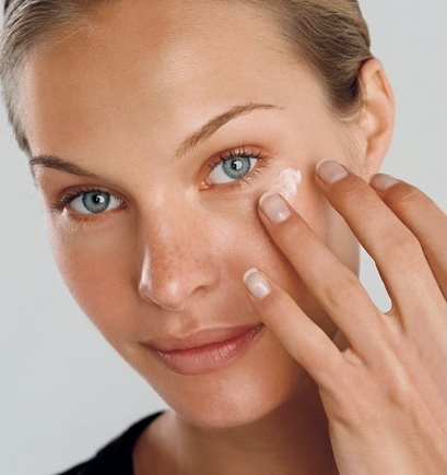 How to properly apply eye cream