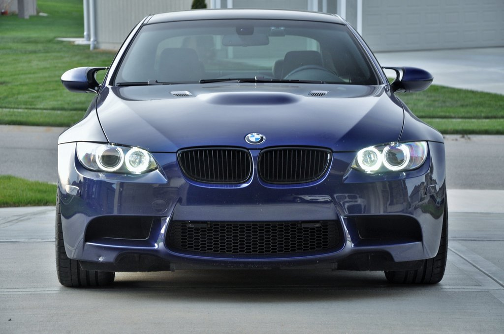 LUX H8 180 LED Angel Eyes Installed on BMW M3 (4)