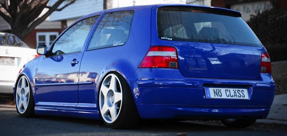 Blue VW Golf with white fifteen52 tarmac wheels