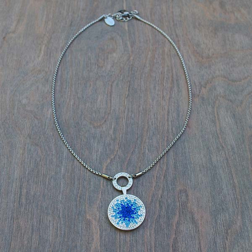 Bella's Basic Base Necklace is part of the Avalee's Glamour Magnetic Collection. Shown with Briana's Blues magnetic charm.