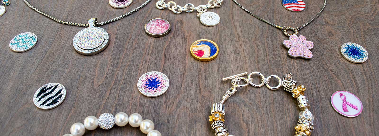Avalee's Glamour Jewelry features necklaces, bracelets, charms, earrings, and magnetic charm necklaces.