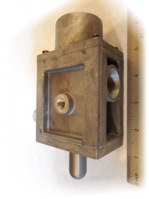 Coats Baseline Tire Changer 85606722 Inflation Air Valve. Front view.