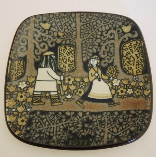 Vintage 1977 Arabia Raija Uosikkinen wall plate