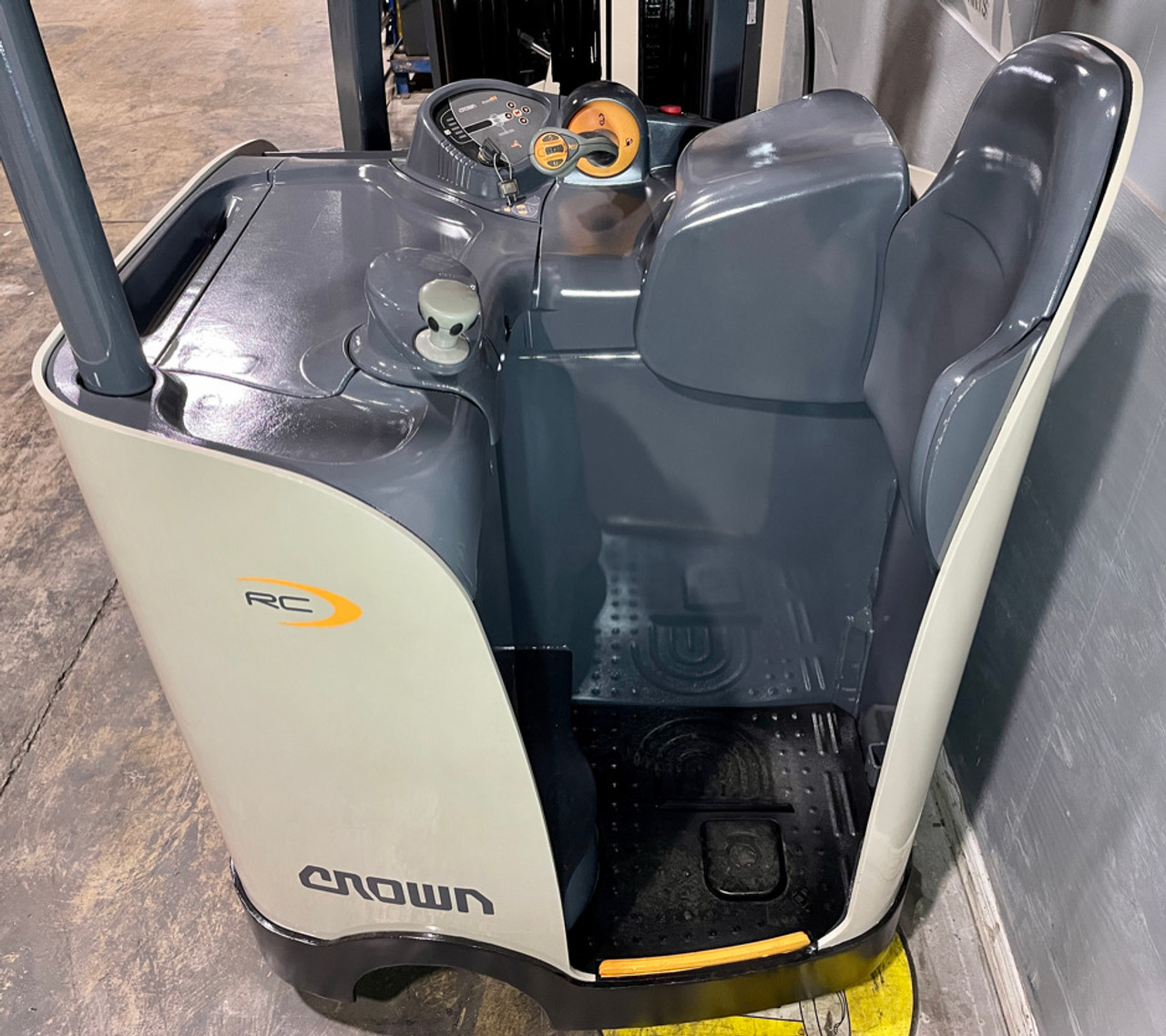 """2010 Crown Electric Forklift RC5520-30 Height  87""""/190"""" Capacity 3,000 Lbs Stock # 1780"""