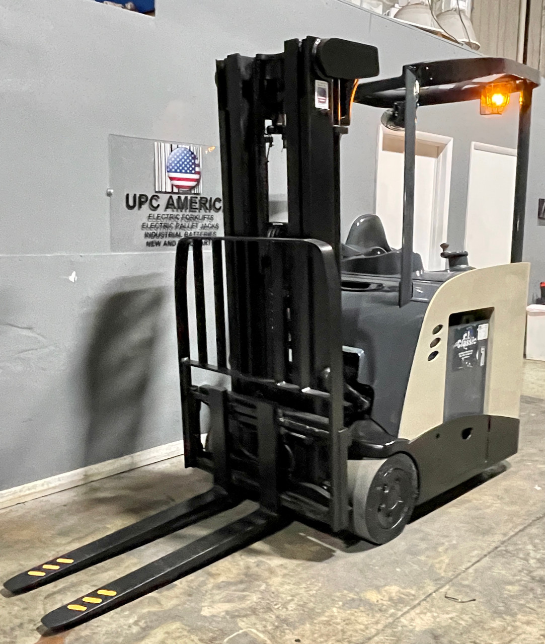 """2011 Crown Electric Forklift RC5530-30 Height  87""""/190"""" Capacity 3,000 Lbs Stock # 7741"""