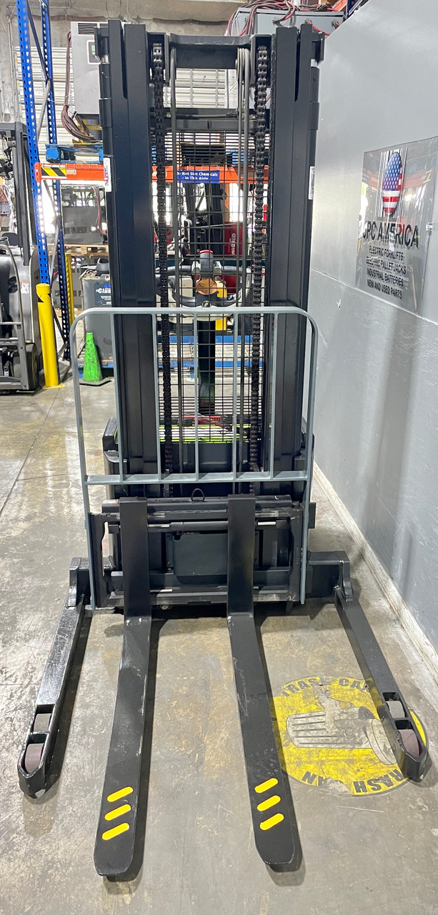 """2006 Crown Walkie Stacker New Powerpack P-4 Trojan 6 V Batteries with Charger Raised Height  130"""" Cap 4,500 lbs Capacity Stock # 4974"""