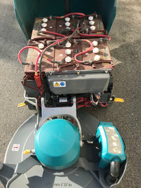 Tennant B7 Battery powered walk-behind burnisher, 493 hrs, w/ on board charger