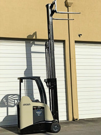 "2012 Crown Electric Forklift RC5530 84"" / 190"" H Cap 3,000 lbs 6811"