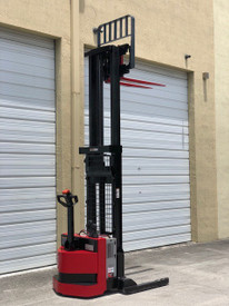 2008 RAYMOND ELECTRIC WALKIE STACKER 3,750 LB CAPACITY, 24 VOLT ENERSYS INDUSTRIAL BATTERY