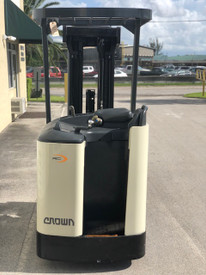"""2004 Crown Electric Forklift RC3020 84""""/ 258"""" H Cap 4,000 lbs Stock #1532"""