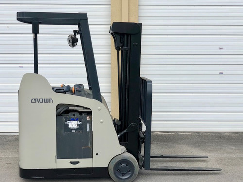 "2009 Crown Electric Forklift RC5530 84"" / 190"" H Cap 3,000 lbs Stock # 1195"