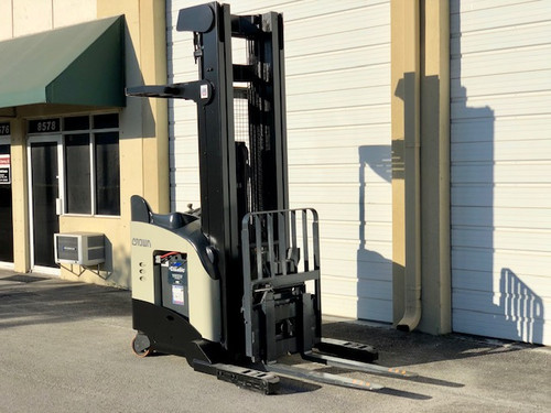 "2009 Crown Reach Truck 119"" / 270"" H Cap 4,500 lbs Stock # 3232"