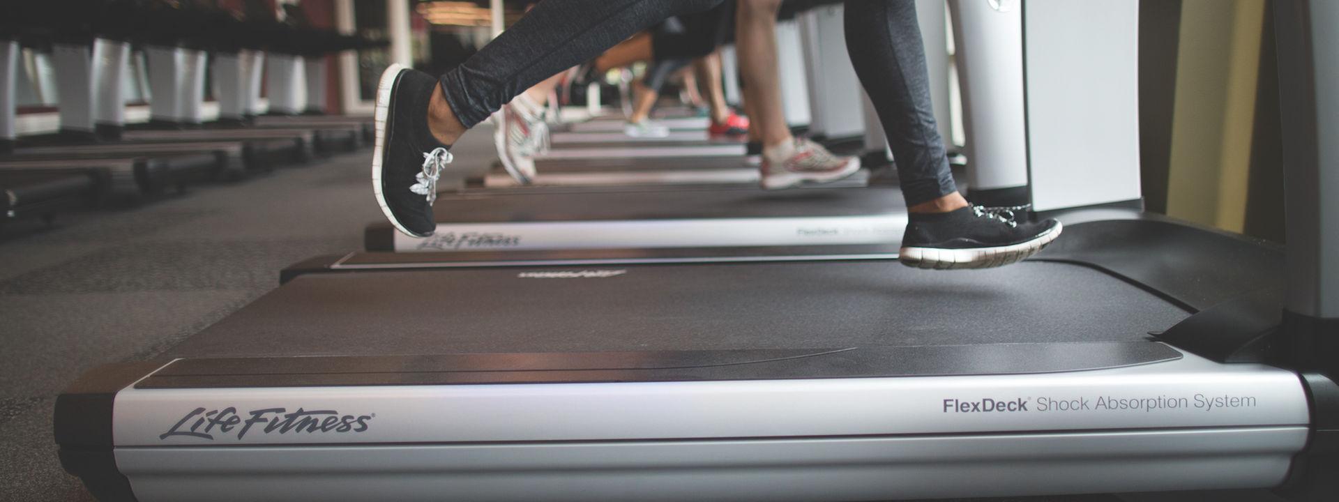 brand-elevation-treadmill-running-detail-dx15623-mr.jpg