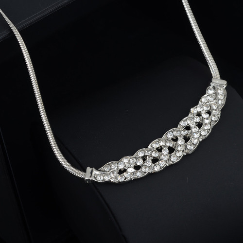 Delcate silver chain with braided stones