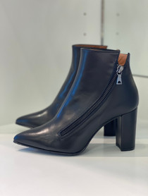 T4185 Dianbo Bootie, Black Leather