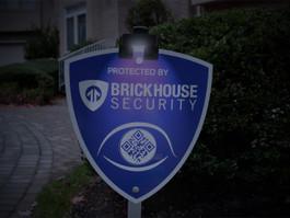 BrickHouse Security Deluxe Yard Sign & Wunder Light Bundle