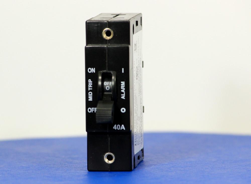 DDA130059 (1 Pole, 40A, 80VDC, Plug-In Terminals, Series Mid-Trip w/alarm, UL Listed (UL 489))