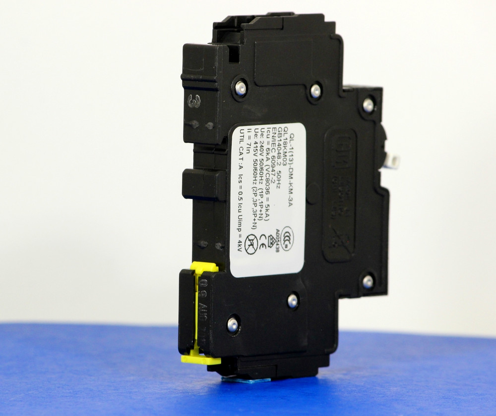 QL18KM03 (1 Pole, 3A, 120VAC; 240VAC, UL Listed (UL 489))