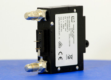D2ALX20139 (1 Pole, 70A, 80VDC, Plug-In Terminals, Series Mid-Trip w/alarm, UL Listed (UL 489))