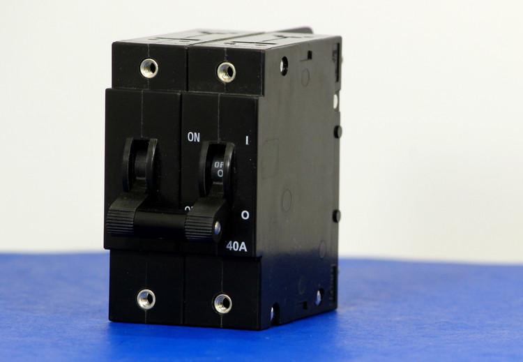 D2ABXA0759 (2 Pole, 40A, 240VAC, Stud Terminals, Series Trip, UL Recognized (UL 1077))