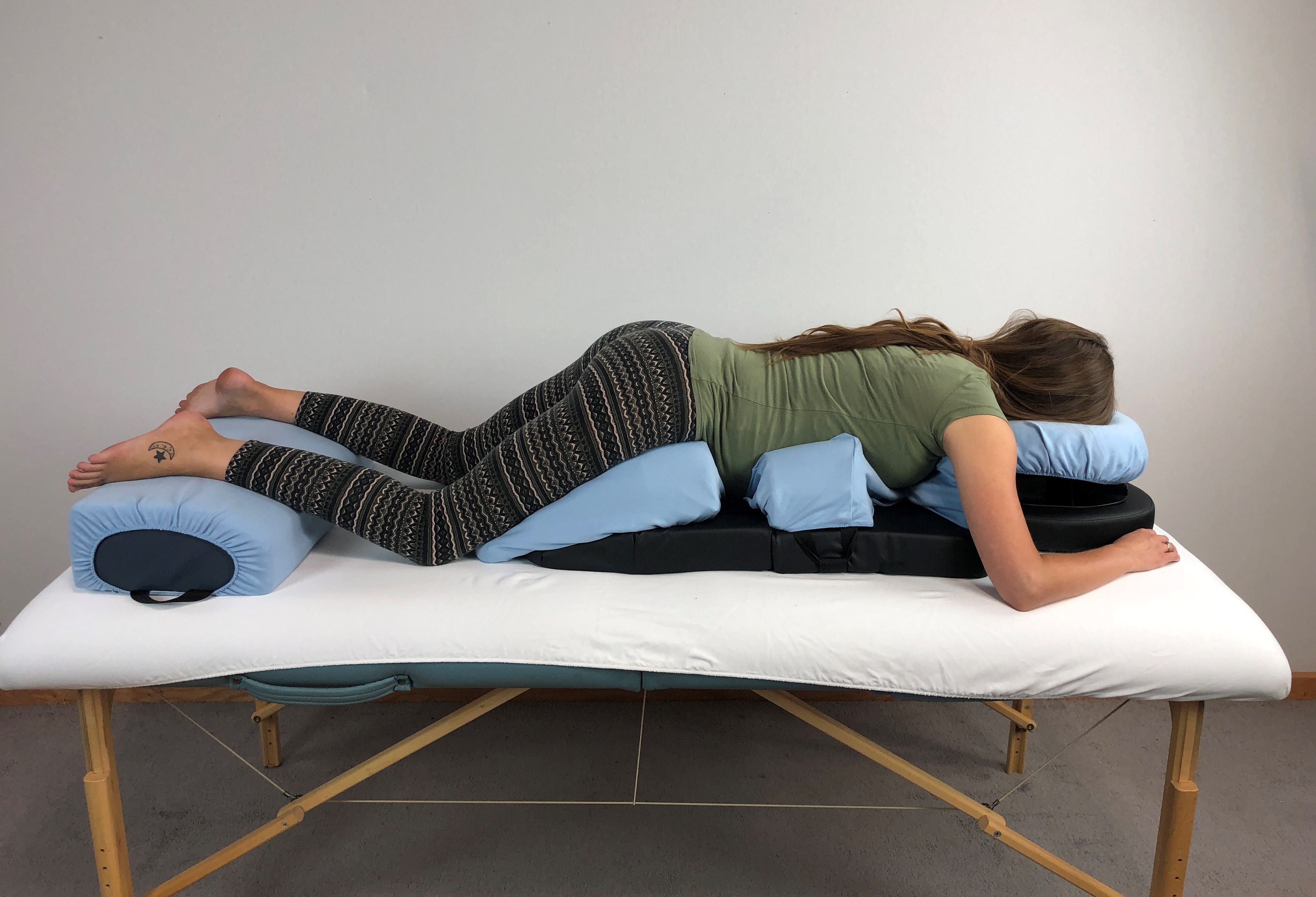 Pregnant women on the bodyCushion for Pregnancy