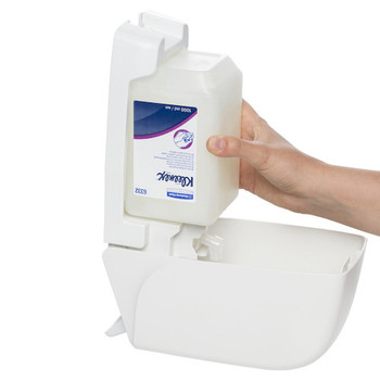 KLEENEX 6332 Hair & Body Shower Gel into dispenser