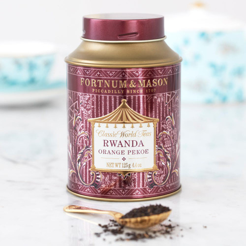 Grown from the leafy high altitude valleys of Rwanda where succulent, young tea bushes enjoy the benefits of both morning cooling mists and warm afternoon sunlight. This fantastically bright and golden loose leaf tea produces a rich and refreshingly smooth orange pekoe tea.